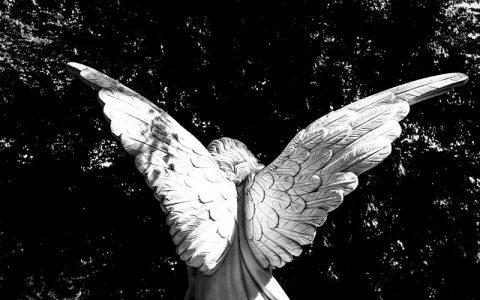 Anđeoski oltar dugine svjetlosti