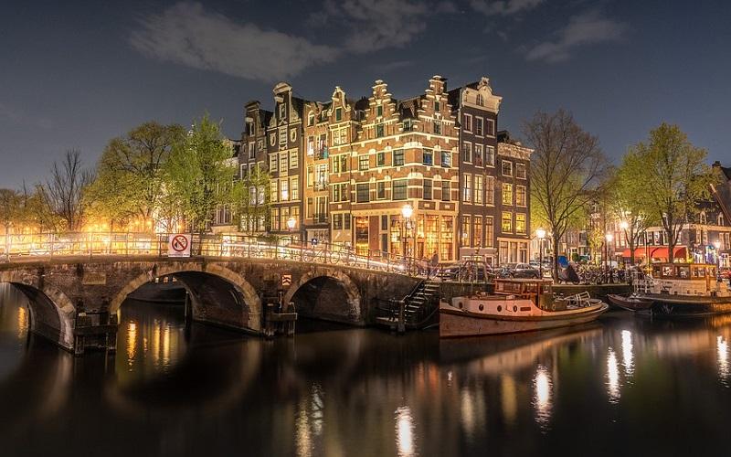 Zgrade i mostovi u Amsterdamu