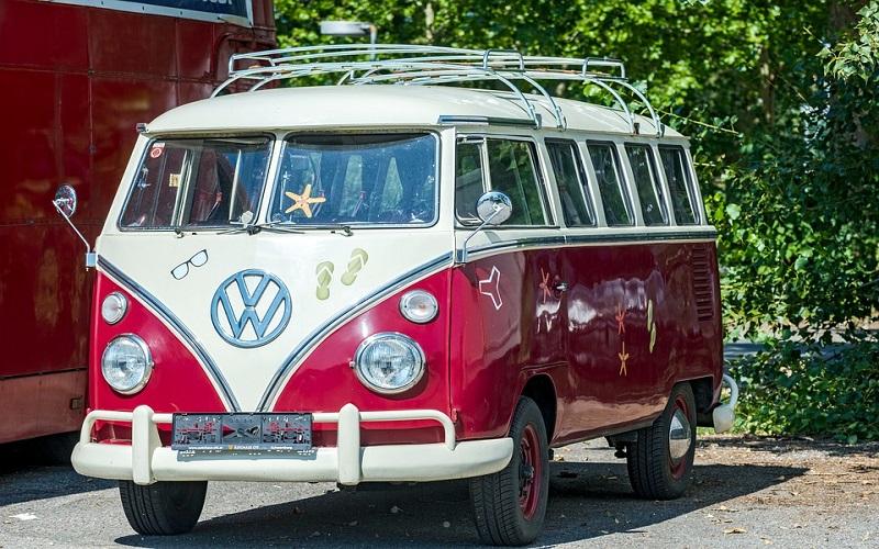 Oldtimer auti - VW kombi Bully