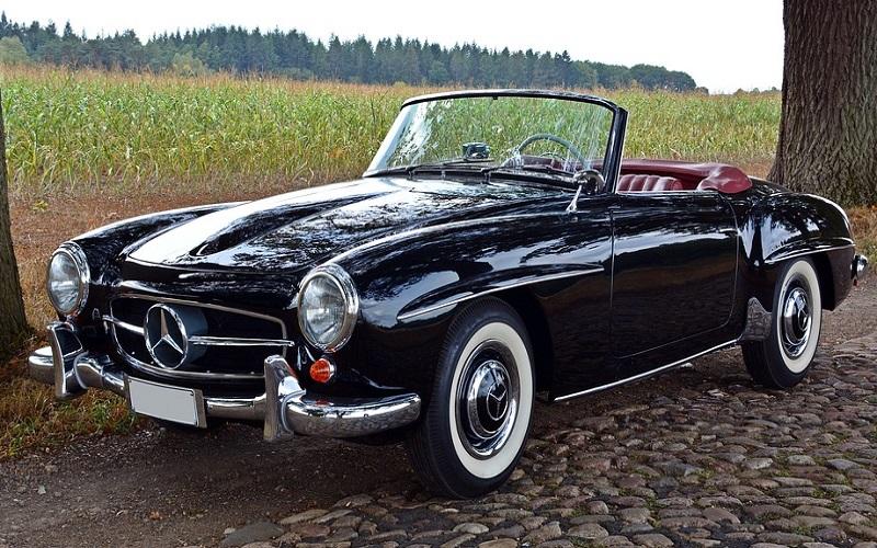 Oldtimer auti - kabriolet Mercedes 190 SL
