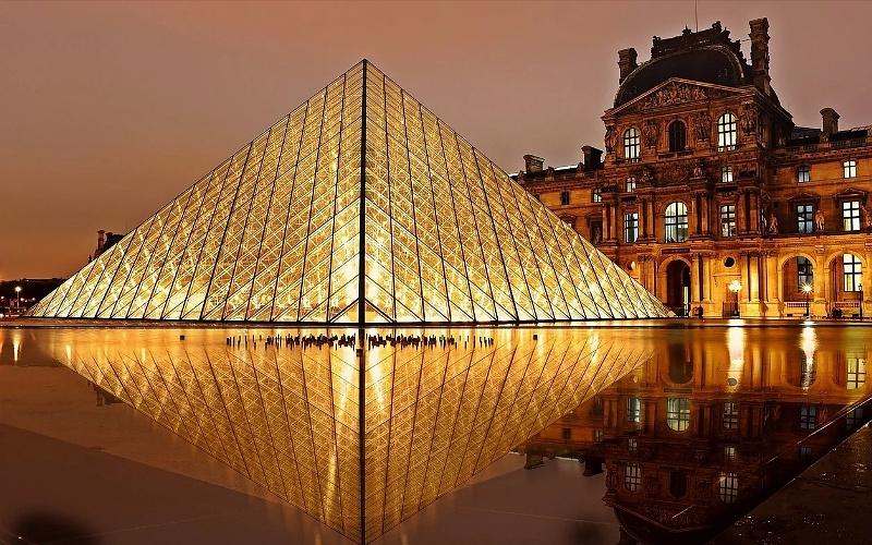 Dvorac Louvre Pariz