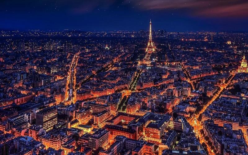 Glavni gradovi Europe i Pariz noću