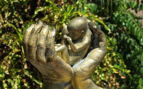 Nerođeno dijete: Što se dogodi kad pobačeno dijete umre?