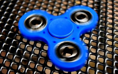 Fidget spinner game za dobru virtualnu zabavu djece