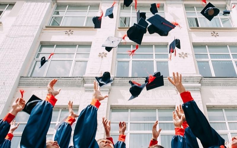 Čestitke za diplomu u vezi položenog završnog ispita